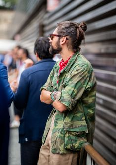 FLORENCE, ITALY - JUNE A guest wearing camouflage military jacket is seen during the Pitti Immagine Uomo on June 2018 in Florence, Italy. (Photo by Christian Vierig/Getty Images) Camo Fashion, Military Fashion, Mens Fashion, Military Looks, Military Jacket, Military Style, Expensive Clothes, Korean Street Fashion, Menswear