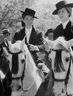 Jackie Kennedy and Cayetana Duchess of Alba horse riding in Sevilla 'Feria de Abril', Spain, Jacqueline Kennedy Onassis, Les Kennedy, Jaqueline Kennedy, John F Kennedy, Smith & Wesson, Equestrian Chic, Great Women, Smart Women, Amazing Women