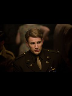 Never cared much about Chris Evans until he played the All-American role of Steve Rogers in Captain America and The Avengers. Steve Rogers, Steven Grant Rogers, Chris Evans Captain America, Capitan America Chris Evans, Capt America, America Movie, Robert Evans, Mark Ruffalo, Chris Evans Tumblr