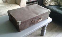 zeer oude koffer, opknapper. €15,-