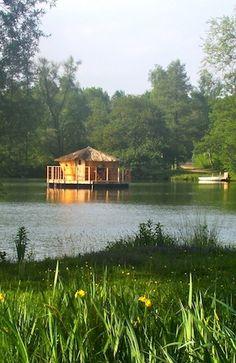 """1 Nuit """"Au fil de l'eau"""" aux  """"Cabanes des grands Lacs"""" avec apéro au champagne et dîner du terroir - 214€/2 pers"""