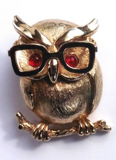 Sara Coventry Signed Wise Professor Owl Brooch Gold Tone.