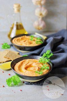 Hummus z pieczoną papryką Hummus, Thai Red Curry, Cantaloupe, Pudding, Fruit, Ethnic Recipes, Diet, Custard Pudding, Puddings