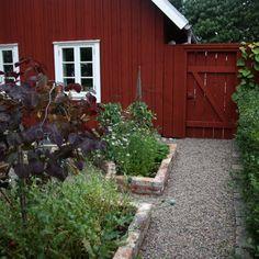Decorative Garden Fencing Will Make Your Garden Stand Out – Gardening Decor Garden Gates, Balcony Garden, Garden Beds, Garden Basket, Garden Stand, Small Gardens, Outdoor Gardens, Raised Bed Garden Layout, Decorative Garden Fencing