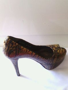 Stuart Weitzman heels 6.5 M brown Lille Tiger Snake VGUC Animal peep toe pumps  #StuartWeitzman #platformpumps #Party