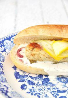 Pike sausage hot dogs with pickled zucchini - Kivistössä Foodblog