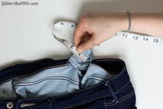 How to alter your jeans waistband, to take in a too big waist and remove the gap. A sewing DIY. Sewing Hacks, Sewing Projects, Sewing Diy, Make Skinny Jeans, Altering Jeans, Sewing Jeans, Sewing Alterations, Diy Clothes, Smocking