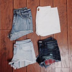 """""""Three of our favorite """"s"""" words: Shop, Shorts, Spring!#lizardthicket #lizardthicketboutique #boutique #shop #shorts #spring #style #love #instore #online…"""""""