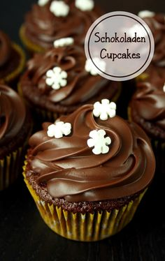 Chocolate cupcakes – New Cake Ideas Cupcake Toppings, Cupcake Recipes, Snack Recipes, Chocolate Cupcakes, Mini Cupcakes, Chocolates, Cupcake Torte, Keks Dessert, Nutella Muffins