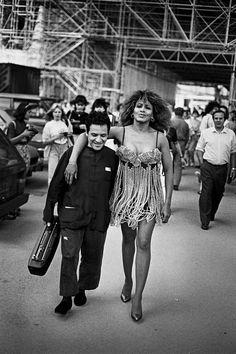 Azzedine Alaia and Tina Turner shot by Peter Lindbergh. Peter Lindbergh, High Fashion Photography, Glamour Photography, Editorial Photography, Lifestyle Photography, Art Photography, Nadja Auermann, Azzedine Alaia, Richard Avedon