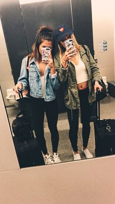 best friends // airport // travel // selfie