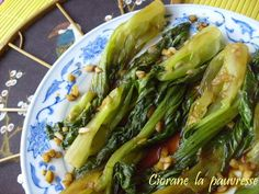 pak choy braisé à l'ail et au gingembre Pak Choy, Healthy Dinners For Two, Look And Cook, Asian Recipes, Healthy Recipes, Going Vegan, Food Inspiration, Entrees, Food Porn