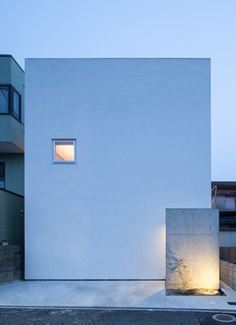 House T is a minimalist house located in Osaka, Japan, designed by Takeshi Hamada Architecture Du Japon, Minimal Architecture, Facade Architecture, Residential Architecture, Contemporary Architecture, Melbourne Architecture, Mini Loft, Arch House, Minimalist Home