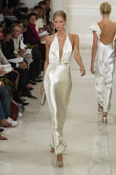 37 New Ideas For Dress Red Carpet Haute Couture Runway Fashion Week, 90s Fashion, Runway Fashion, High Fashion, Fashion Show, Vintage Fashion, Fashion Outfits, Fashion Tips, Fashion Quiz
