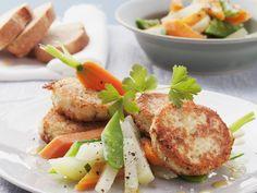 Quarkbratlinge mit Gemüsesalat   Kalorien: 481 Kcal - Zeit: 45 Min.   eatsmarter.de