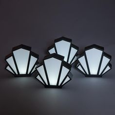 Add a little art deco flair to your event tables with this fun Art Deco Fan Centerpieces Kit that includes four black-and-white table centerpieces. Light Table, A Table, Art Deco Lighting, Table Lighting, Table Centerpieces, Art Deco Centerpiece, Table Decorations, Tiffany Lamps, Art Deco Fashion