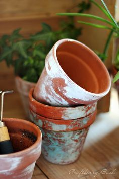 How to get the look of old, chippy paint terra cotta pots!