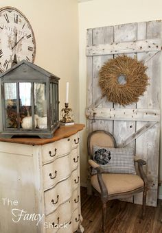 door shabby chic im starting to think i want to do my kitchen in a cozy vintage farmhouse type of feel --just not right this second lol Shabby Chic Bedrooms, Shabby Chic Homes, Shabby Chic Decor, Vintage Decor, Rustic Decor, Farmhouse Decor, Vintage Farmhouse, Farmhouse Style, Rustic Homes