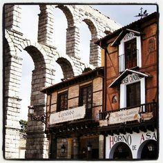 Acueducto romano de Segovia y casa Candido.
