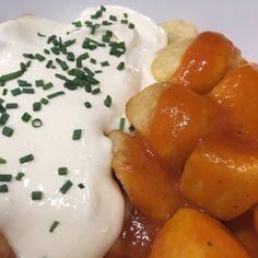 Patatas bravas hay muchas pero las nuestras son Diferen-T. Para #tapear en la terraza del Restaurante. Qué pinta más buena!!! #tapeo #tapas #diferentmadrid #diferent #cibeles #retiro #puertadealcalá