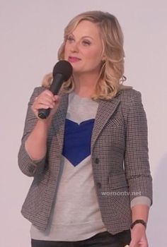 Leslie's grey sweater with blue heart on Parks and Recreation.  Outfit details: http://wornontv.net/14075/