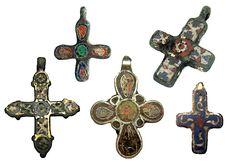 Древнерусские нательные кресты с перегородчатой эмалью XI-XII вв