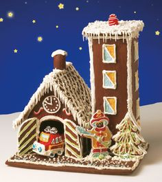 Idea for next year's gingerbread house from scratch. Christmas Gingerbread House, Pre Christmas, Christmas Hanukkah, Christmas Goodies, Gingerbread Man, Xmas, Gingerbread Village, Gingerbread Decorations, Decor Crafts