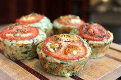 Dê uma variada na marmita com um muffin salgado de espinafre e queijo.