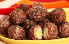Bolinhos de carne com ovo
