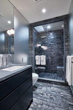 Residencia neutra por Reddymade Design - El baño secundario de la casa es el que emplea más el gris.   Galería de fotos 16 de 17   AD Bathroom Design Luxury, Bathroom Layout, Modern Bathroom Design, Small Bathroom, Bathroom Ideas, Bathroom Mirrors, Bathroom Vinyl, Minimal Bathroom, Marble Bathrooms