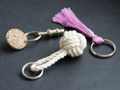 DIY Network shows you how to replace a broken keychain with one of three easy and beautiful DIY keychain projects. Monkey Fist Knot, Diy Keychain, Keychain Ideas, Tassel Keychain, Easy Flower Painting, Diy Network, Diy Stuffed Animals, Small Gifts, Easy Diy