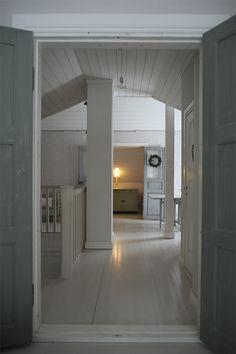 P ö m p e l i: traditional scandinavian house attic vintage antique