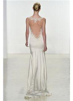 Kenneth Pool #wedding #dress Νυφικά με λιτές, ίσιες γραμμές και διακριτική ουρά - gamos.gr #gamos