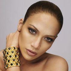 Jennifer Lopez natural contours