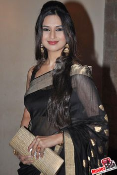 Divyanka Tripathi cherishes her chemistry with co-star Sharad Malhotra! Indian Celebrities, Beautiful Celebrities, Beautiful Actresses, Indian Bollywood, Bollywood Actress, Nathalia Dill, Stylish Girl Pic, Beauty Full Girl, Indian Beauty Saree