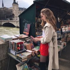 red shorts, over the knee boots and a trench coat // rote Shorts, Overknee-Stiefe French Girl Style, French Girls, French Chic, Ellie Saab, Noora Skam, Parisian Chic Style, Parisienne Chic, Estilo Grunge, Vetement Fashion