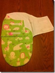 DIY baby shower gift: baby swaddler.
