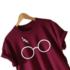 Harry Potter inspired T-shirt Lightning Glasses T-shirt Shirt Tee High Quality SCREEN PRINT Super Soft unisex Worldwide ship Harry Potter Shirts, Mode Harry Potter, Harry Potter Glasses, Harry Potter Outfits, Lunette Harry Potter, Harry Potter Kleidung, Harry Potter Lightning, Cool T Shirts, Tee Shirts