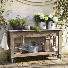 Vintage style furniture Home accessories in shabby chic Outdoor Plant Table, Garden Table, Backyard Sheds, Backyard Garden Design, Potting Tables, Balcony Plants, Balcony Garden, Stone Slab, Plantation