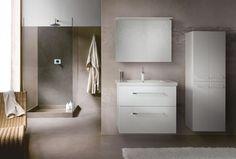 BIG INN vás přesvědčí svou rozmanitostí a velikostí. Bathroom Lighting, Vanity, Mirror, Big, Furniture, Home Decor, Catalog, Bathroom Light Fittings, Dressing Tables