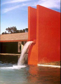 Domenique Mora: Architecture By Luis Barragáns