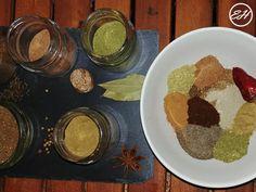 Garam masala  Garam masala este un amestec de condimente care face parte din bucataria indiana.Sunt multe versiuni de garam masala. Puteti alegeti sa faceti una cu condimentele pe care le aveti la dispozitie.De obicei se face din condimente intregi, prajite usor (incalzite pana simtiti aromele condimentelor). Se lasa la Garam Masala Chicken, Indian Food Recipes, Ethnic Recipes, Chicken Skewers, Roasted Sweet Potatoes, Hummus, Homemade Food, Juice, Sweet Potato Hash