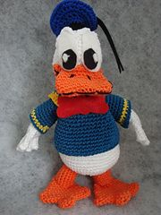 Big Donald Duck Amigurumi €3.00 by Elise wesselo