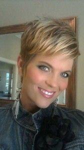 Aantrekkelijke blonde en bruine korte kapsels!