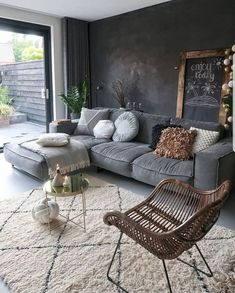 Top Living Room Ideas With Black Walls Living room color ideas for brown furniture Dark Living Rooms, Home Living Room, Interior Design Living Room, Living Room Designs, Living Room Decor, Modern Living, Living Walls, Apartment Living, Black Interior Design