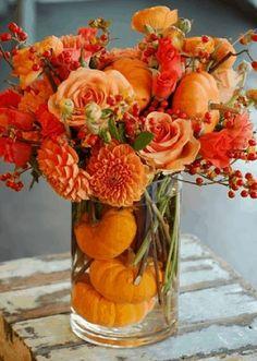 Thanksgiving Diy, Diy Thanksgiving Centerpieces, Thanksgiving Flowers, Diy Centerpieces, Thanksgiving Appetizers, Orange Rosen, Pumpkin Flower, Autumn Decorating, Decorating Ideas