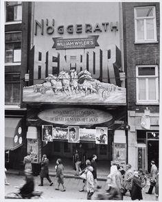 De gevel van bioscoop Nöggerath met reclame voor William Wyler's 'Ben Hur' (1960).