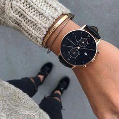 Montre au cadran et bracelet noirs avec vitre saphir, boîtier rose gold en acier inoxydable, chronomètre et calendrier perpétuel✓ Adopte-la !