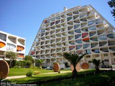 La Grande-Motte - Résidence Eden Architecte: Jean Balladur Sculpteur: Albert Marchais Construction: 1974