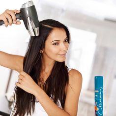 Cansada de secar o cabelo e ele ficar com aquele aspecto ressecado? Experimente usar o Spray de Brilho Argan Charming. Por possuir Óleo de Argan em sua formulação, auxilia na nutrição e reestruturação dos cabelos secos e quebradiços, além de auxiliar na proteção de danos físicos (secador e chapinha) ou químicos (alisamentos, progressivas e colorações). A dica é aplicá-lo nos fios quando estiverem úmidos e então começar a secar com o secador; depois de seco também pode aplicá-lo. Não tem como…